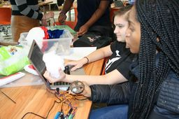 "Knowledge Spotlight: Students Bring Robots ""To Life"""